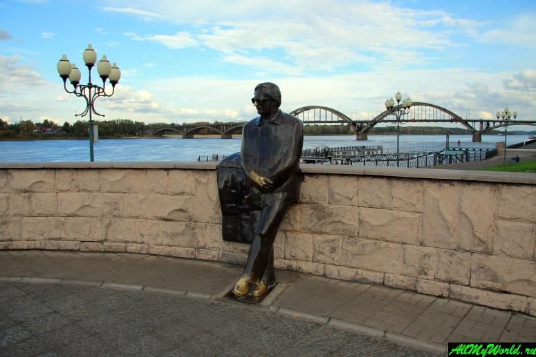 Достопримечательности Рыбинска: памятник поэту Льву Ошанину