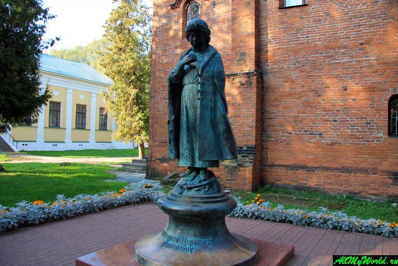 Достопримечательности Углича: памятник царевичу Дмитрию