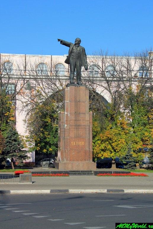 Достопримечательности Ярославля: Красная площадь и памятник Ленину