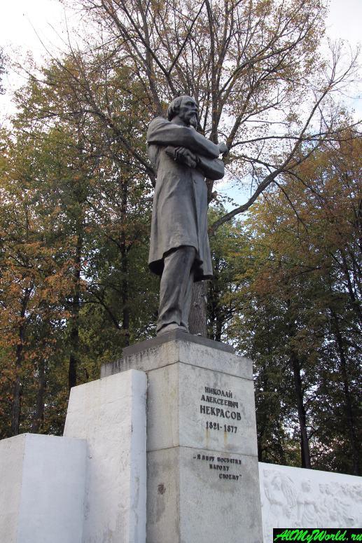 Достопримечательности Ярославля: памятник Николаю Некрасову