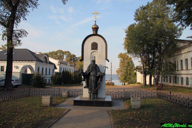 Достопримечательности Калязина - Памятник Преподобному Макарию Калязинскому