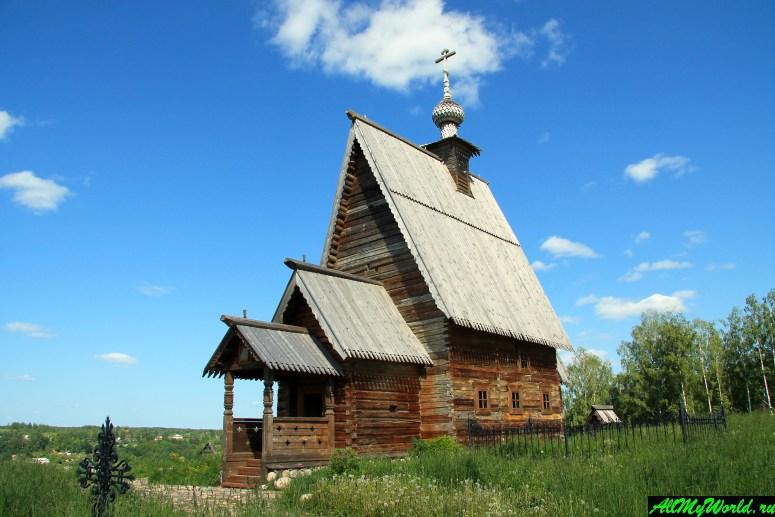 Достопримечательности Плеса: Деревянная Воскресенская церковь