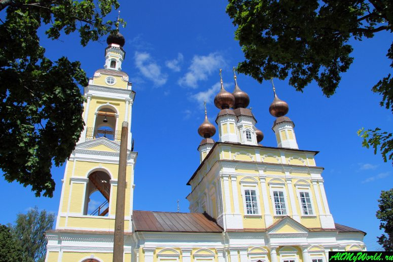 Достопримечательности Плеса: Троицкая и Введенская церкви