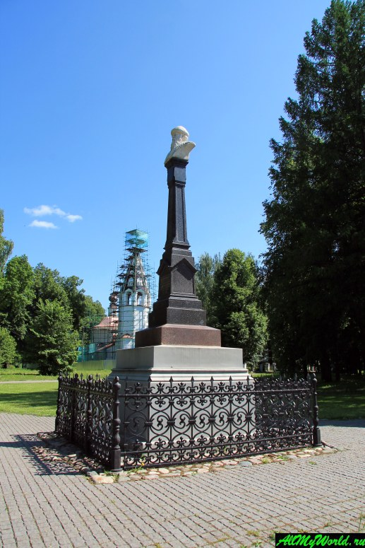 Достопримечательности Плеса: памятник Василию I Темному