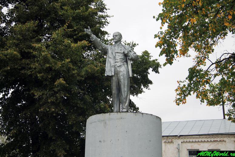 Достопримечательности Тутаева: памятник Ленину