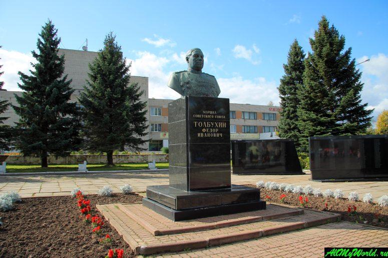 Достопримечательности Тутаева: памятник Толбухину