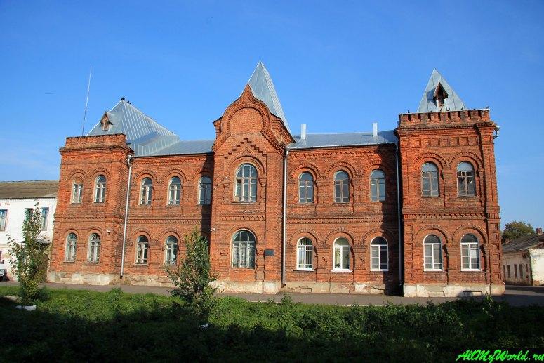 Достопримечательности Юрьева-Польского: здание богадельни Мещериных