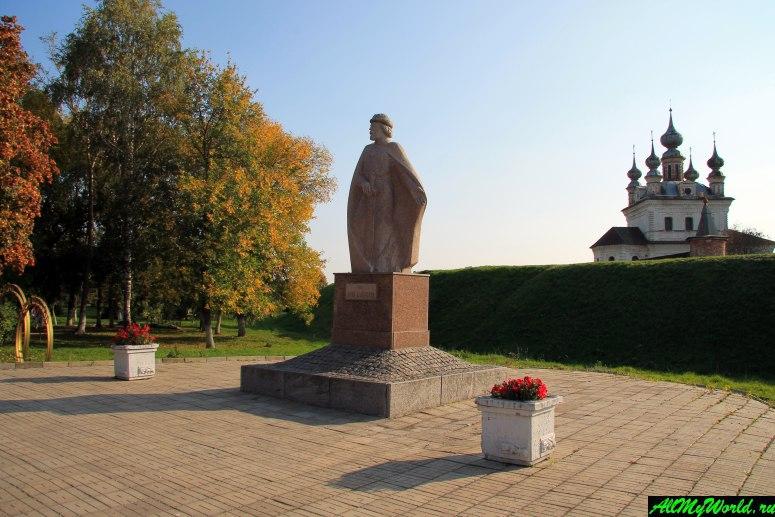 Достопримечательности Юрьева-Польского: памятник Юрию Долгорукому
