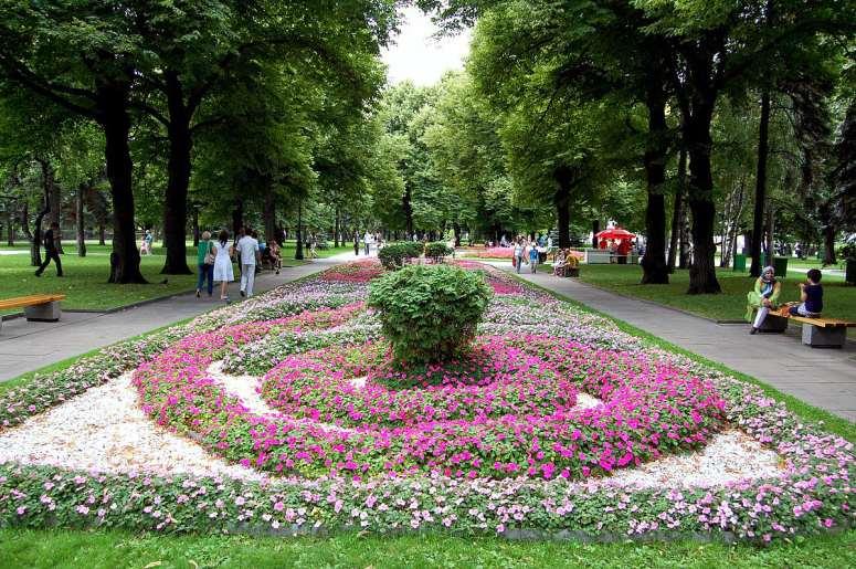Достопримечательности Московского Кремля и Красной площади - Тайницкий сад и Большой Кремлевский сквер