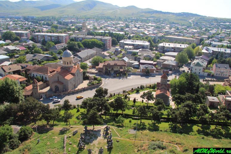 Достопримечательности города Гори, Грузия: Собор Горийской Божьей матери и церковь Иоанна Крестителя