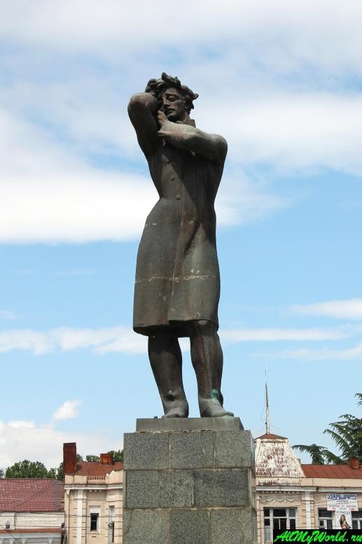 Достопримечательности города Гори, Грузия: Памятник Бараташвили