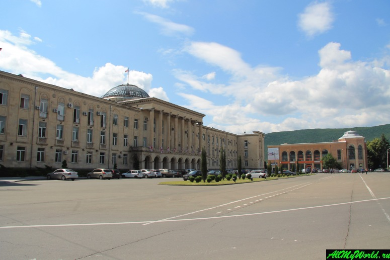 Достопримечательности города Гори, Грузия: Площадь Сталина