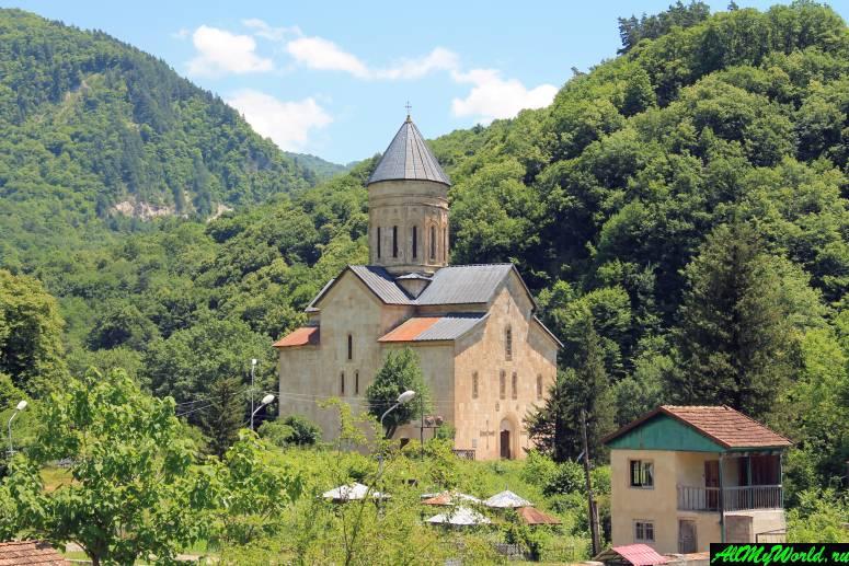 Грузия, Рача - церковь в Баракони