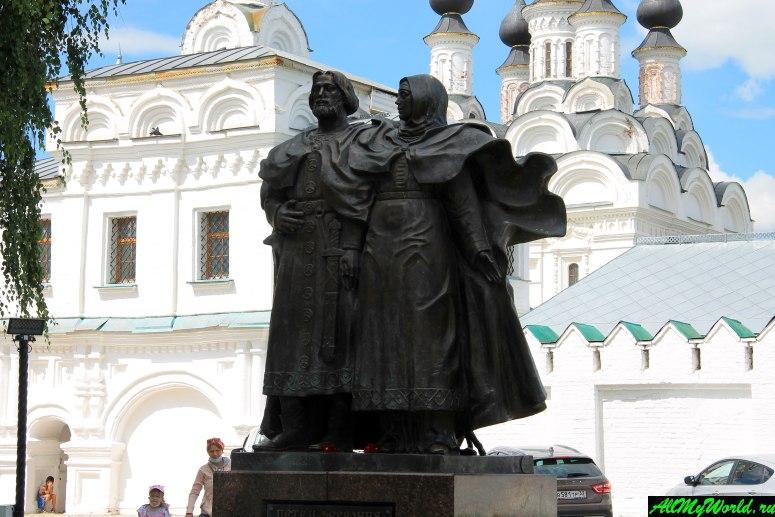 Достопримечательности Мурома: Памятник Петру и Февронии Муромским