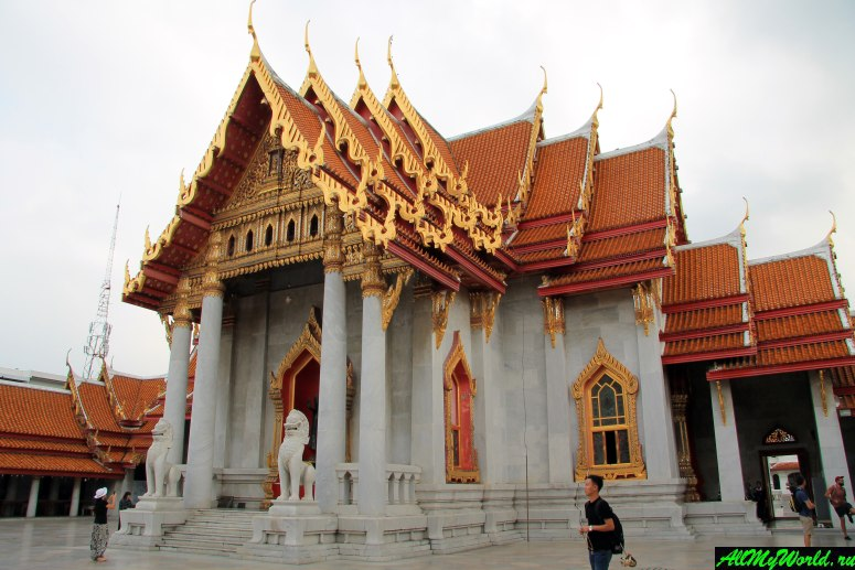 Attractions in Bangkok: Wat Benchamabophit (Marble temple)