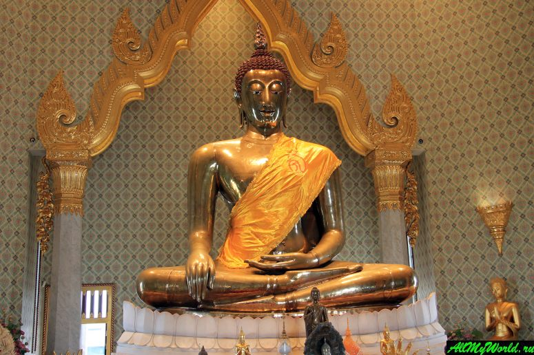 Attractions in Bangkok: Wat Traimit (Temple Of The Golden Buddha)