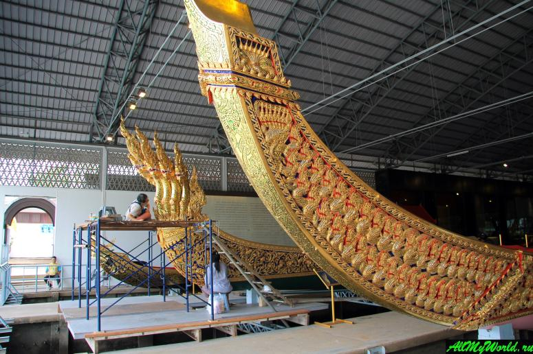Attractions in Bangkok: Royal Barges Museum