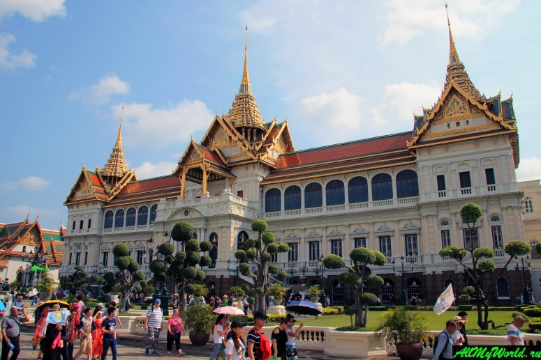 Attractions in Bangkok: Great Royal Palace and the Temple of the emerald Buddha