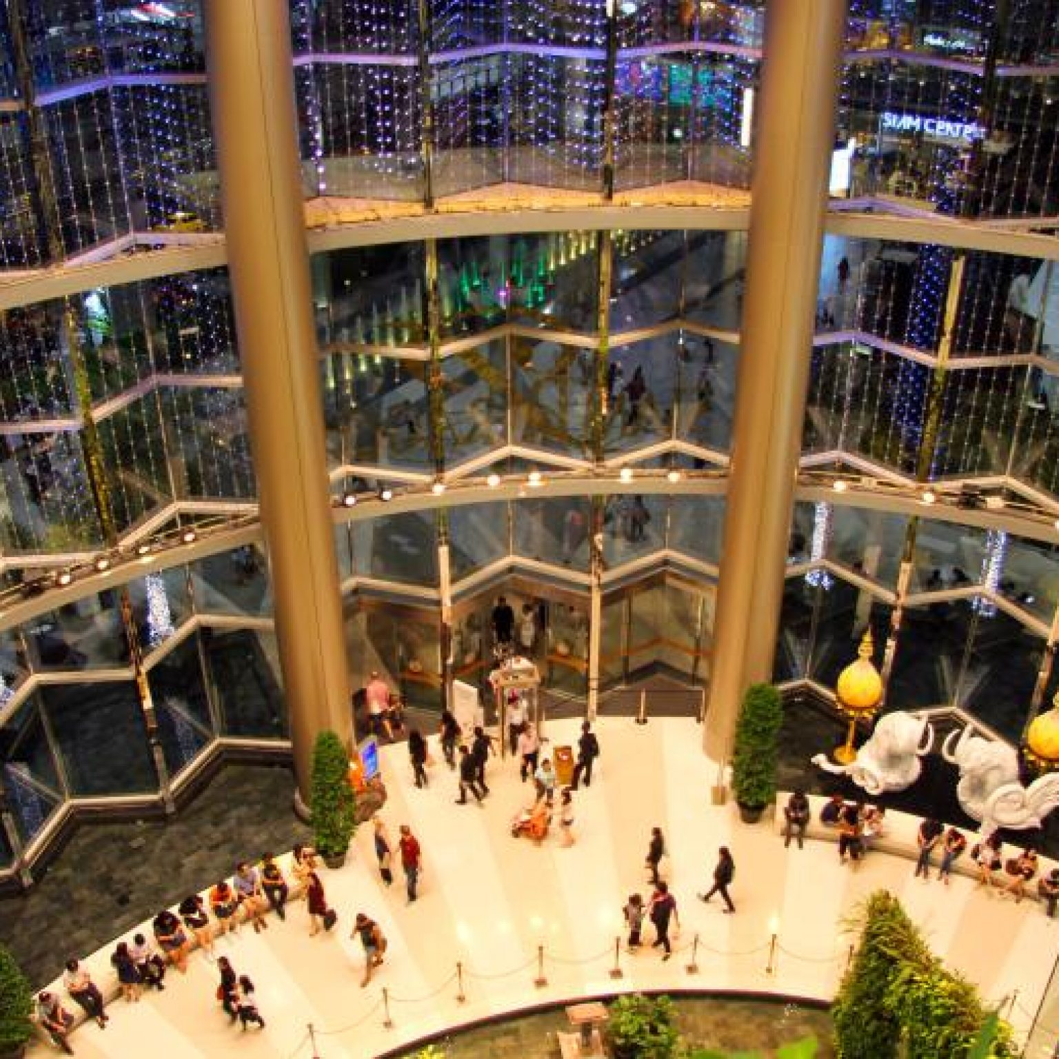Attractions in Bangkok: Siam Paragon Shopping and Entertainment Center