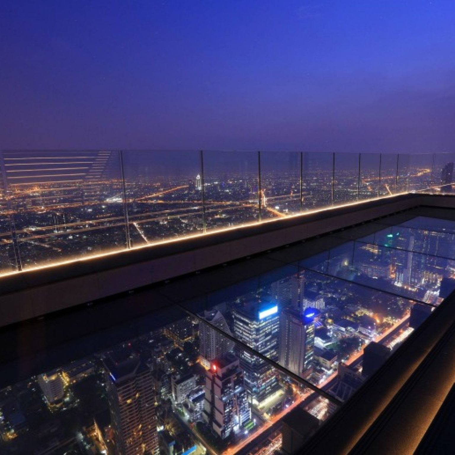Attractions in Bangkok: The observation deck on the skyscraper Mahanakhon