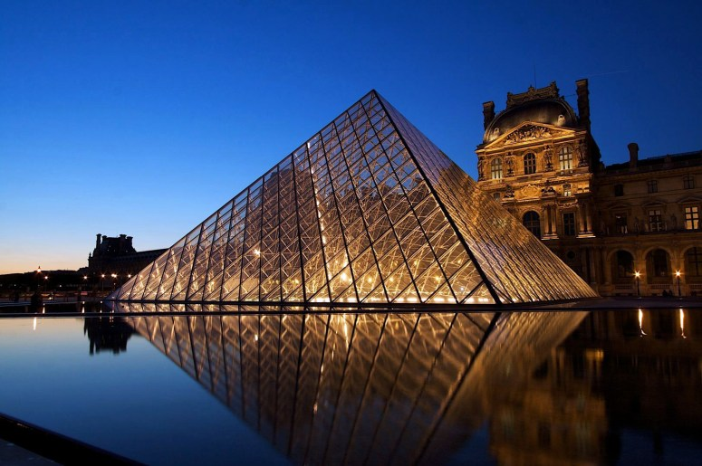 Достопримечательности Парижа: Лувр