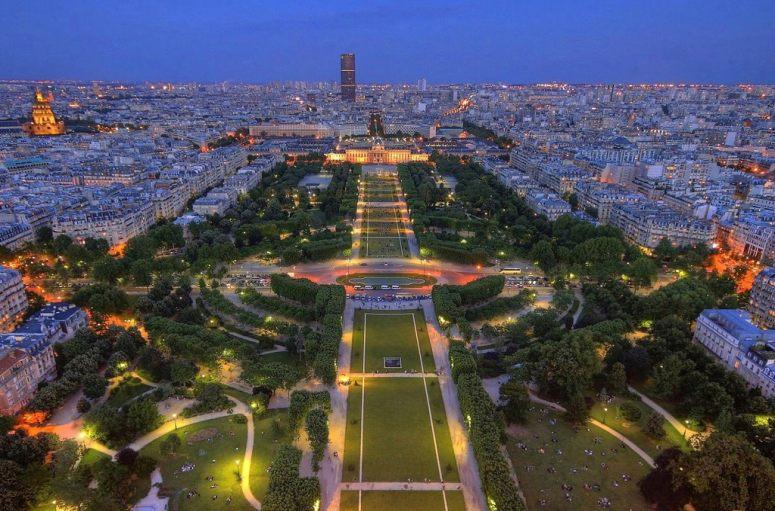 Достопримечательности Парижа: Марсово поле и Военная школа