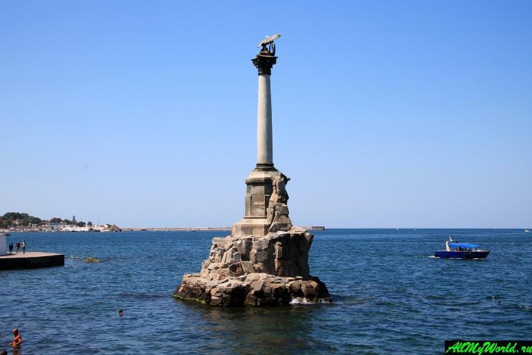 Достопримечательности Крыма - Памятник затопленным кораблям в Севастополе