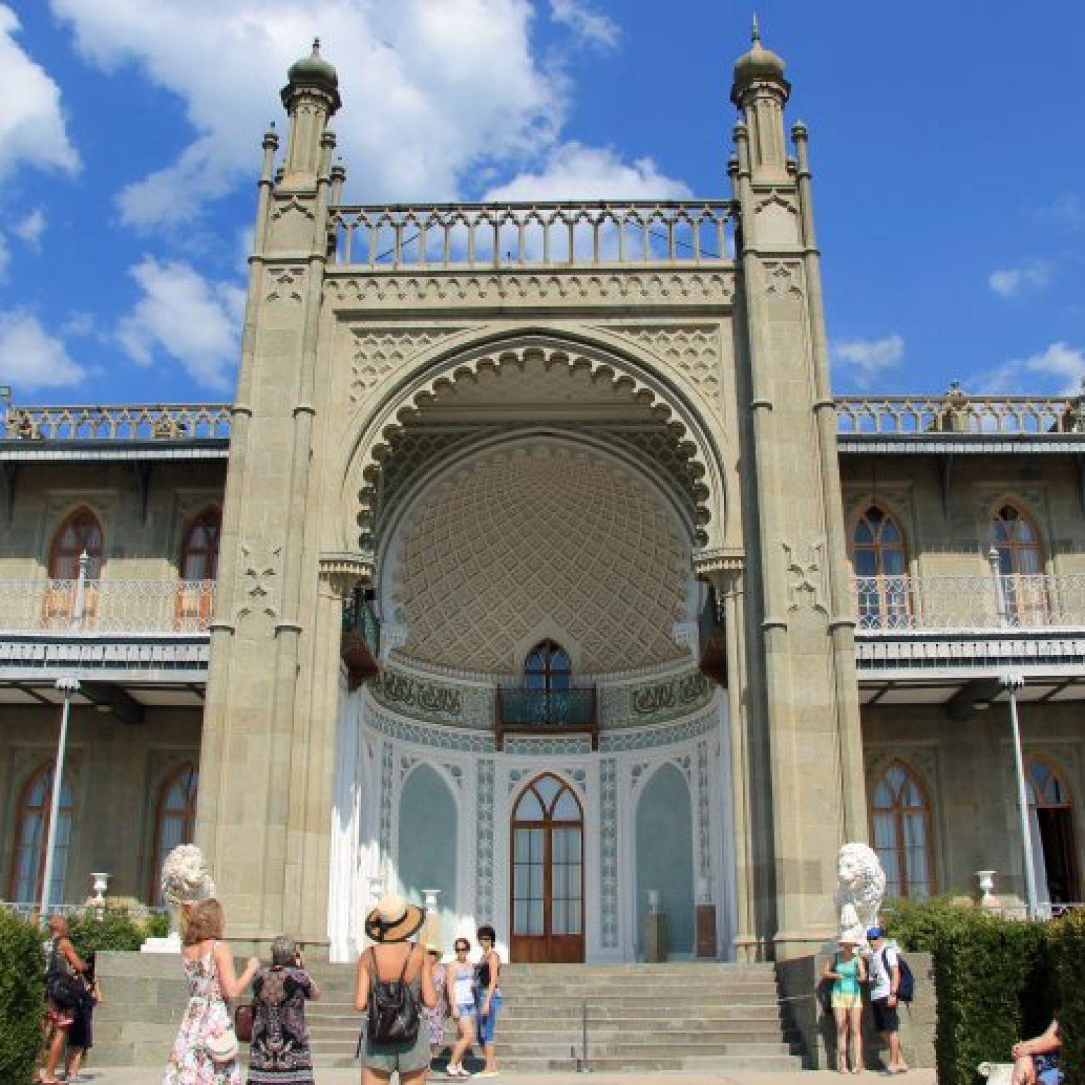 Достопримечательности Крыма - Воронцовский дворец в Алупке