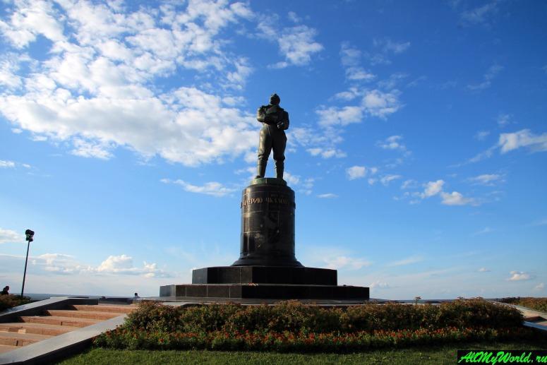 Достопримечательности Нижнего Новгорода: Памятник Валерию Чкалову