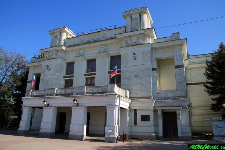 Достопримечательности Евпатории: Театр имени А. Пушкина
