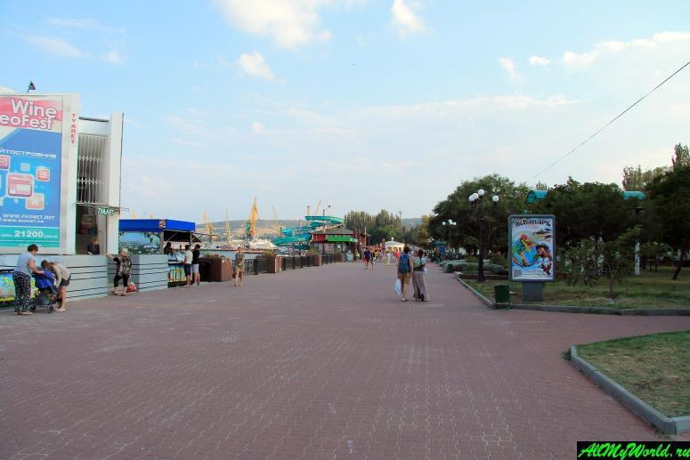 Достопримечательности Феодосии: Черноморская набережная