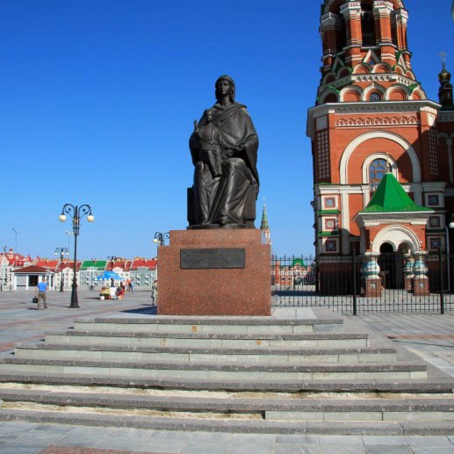 Достопримечательности Йошкар-Олы: Площадь Республики и площадь Пресвятой Богородицы