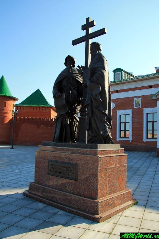 Достопримечательности Йошкар-Олы: Памятник Кириллу и Мефодию