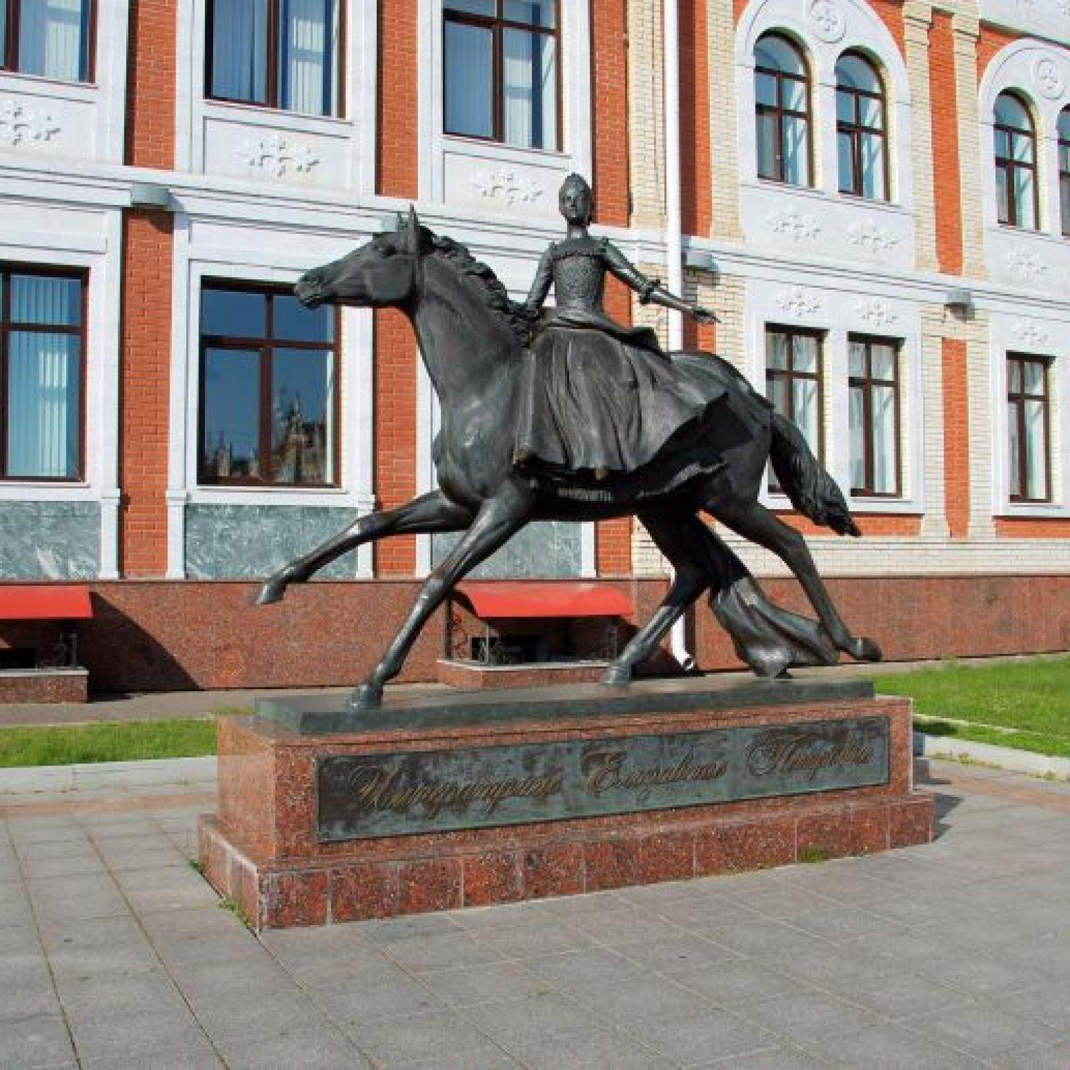 Достопримечательности Йошкар-Олы: Памятник императрице Елизавете Петровне