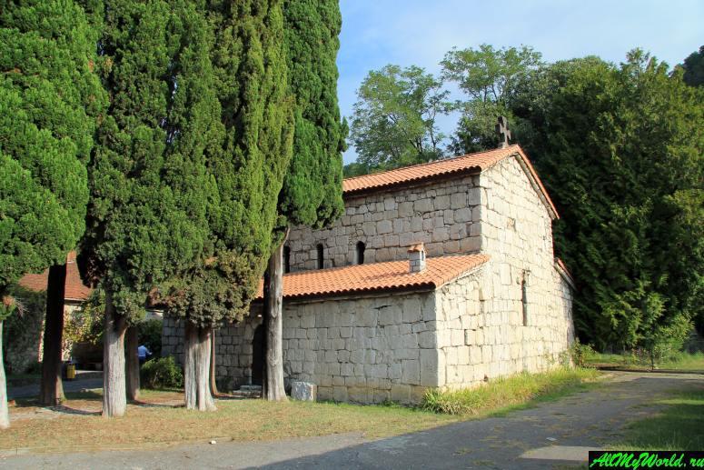 Крепость Абаата и храм Святого Ипатия