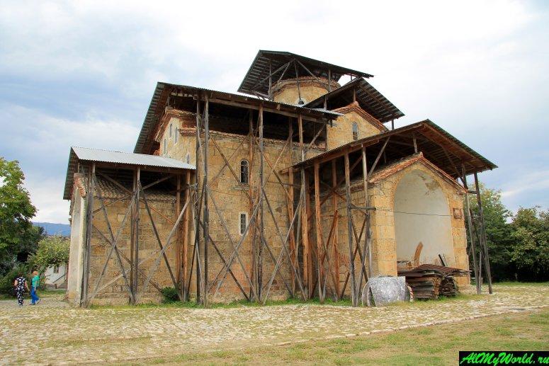 Достопримечательности Абхазии: храм Успения Богородицы в селе Лыхны