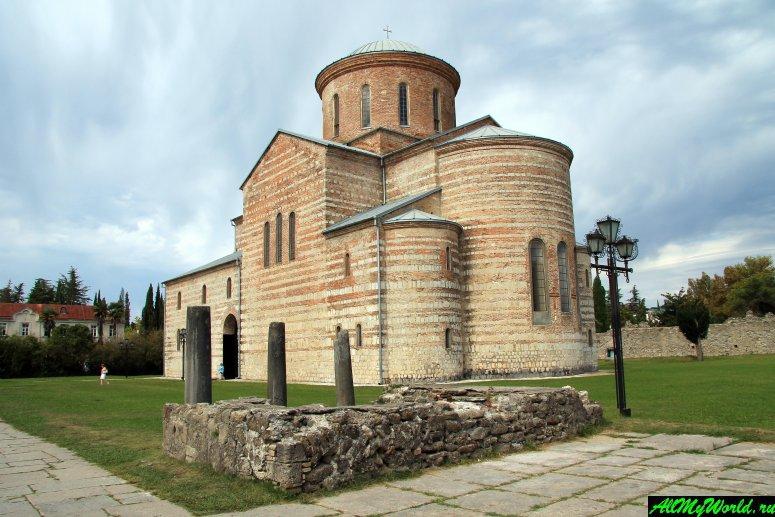 Достопримечательности Абхазии: Великий Питиунт