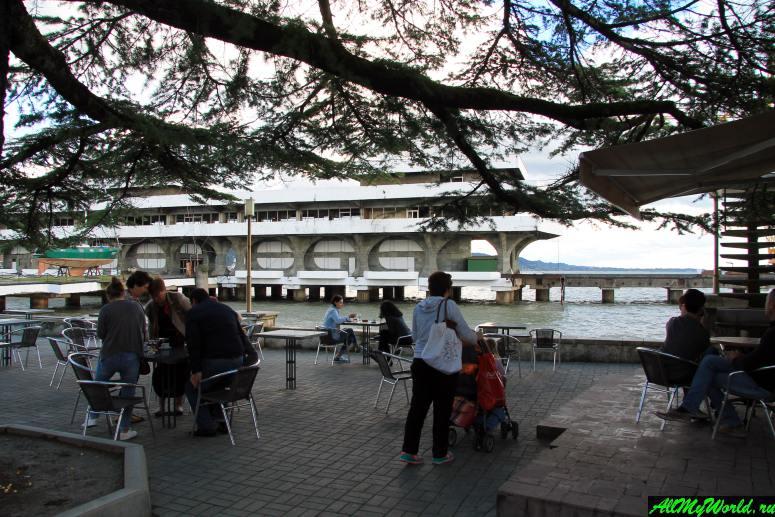 Достопримечательности Абхазии: Городская набережная