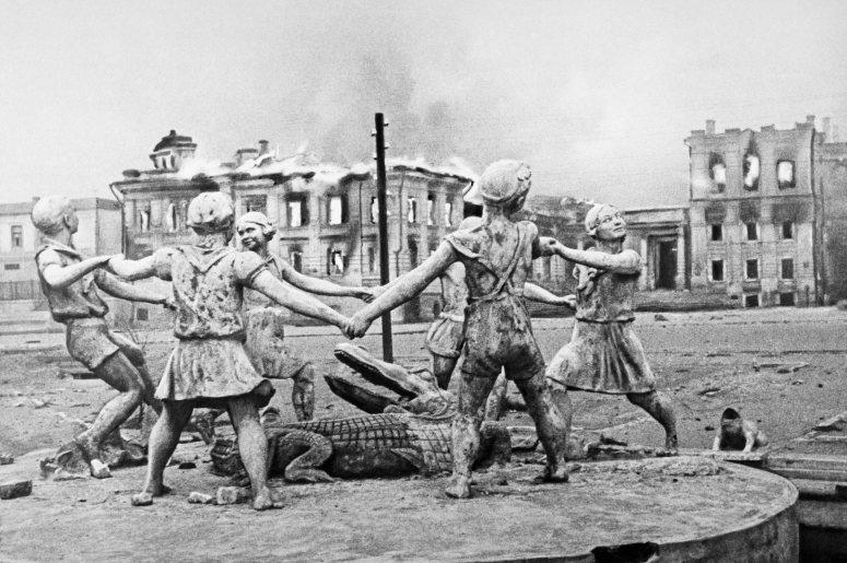 """Достопримечательности Поволжья: фонтан """"Бармалей"""" в Сталинграде"""