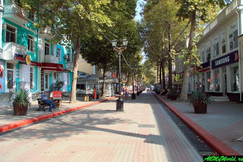 Достопримечательности Керчи: Улица и площадь Ленина