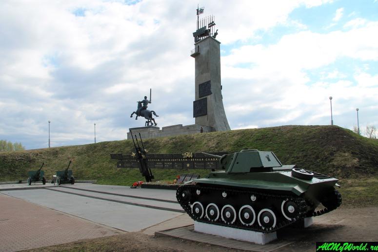 Достопримечательности Великого Новгорода: Монумент Победы