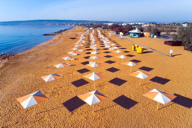Лучшие пляжи Крыма: Золотой пляж в Феодосии