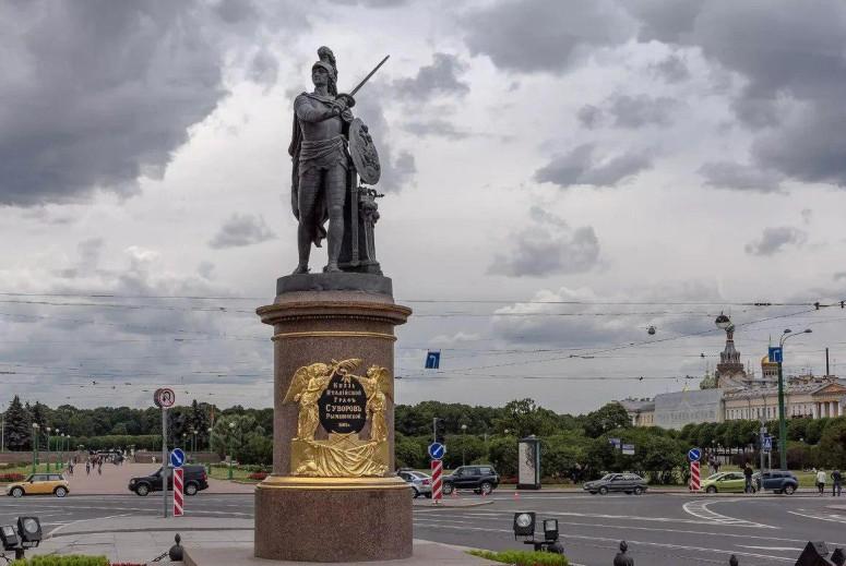 """Санкт-Петербург, """"Золотой треугольник"""": Памятник Суворову"""