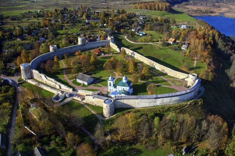 Достопримечательности Пскова: Изборская крепость