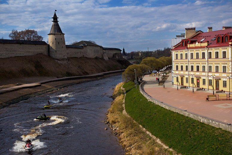 Достопримечательности Пскова: Набережные рек Псковы и Великой