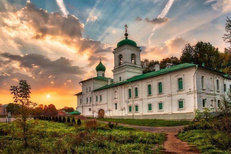 Достопримечательности Пскова: Спасо-Преображенский Мирожский мужской монастырь