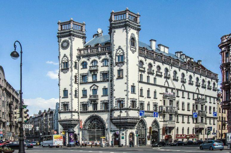 Санкт-Петербург, Петроградская сторона - Дом с башнями