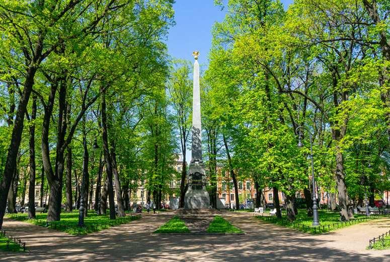 Санкт-Петербург, достопримечательности Васильевского острова: Румянцевский сад и обелиск