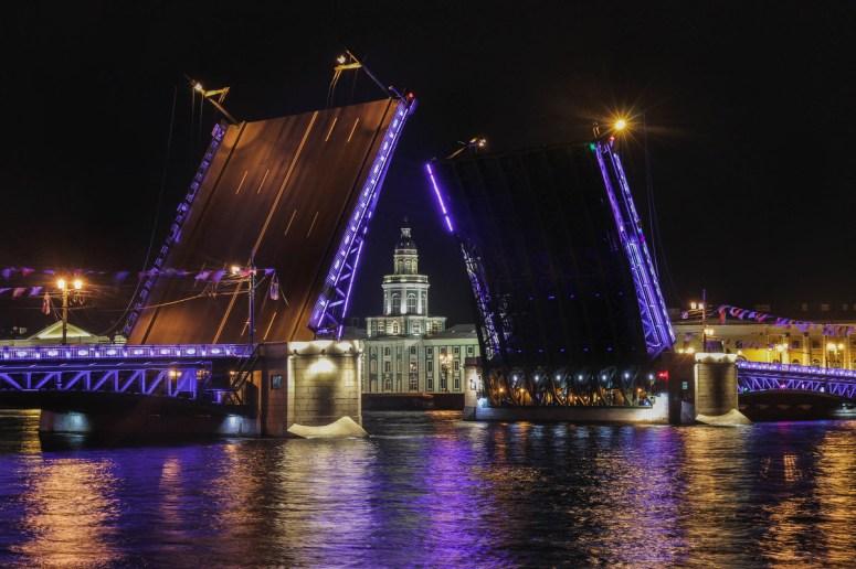 Санкт-Петербург, достопримечательности Васильевского острова: Дворцовый мост