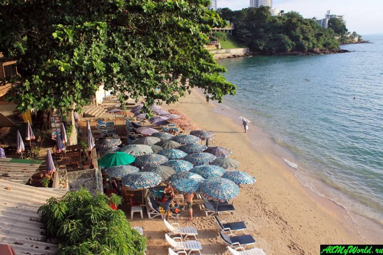 Паттайя, пляж отеля Asia Pattaya и ресторана Cabbages & Condoms